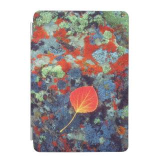 地衣の《植物》アスペンの葉は石を覆いました iPad MINIカバー
