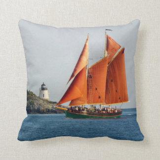 城の丘の灯台オーロラのスクーナー船の枕 クッション