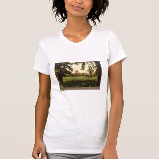 城の緑からのカテドラル、Hereford、イギリス Tシャツ
