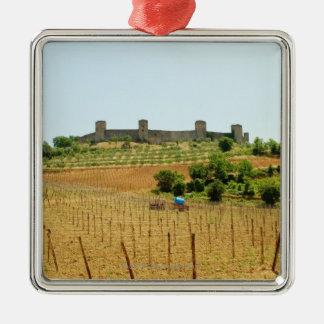 城砦の前のブドウ園、Monteriggioni、 メタルオーナメント