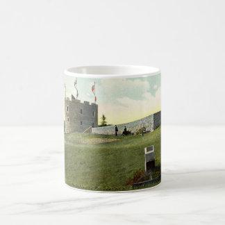 城砦ヘンリーのPemaquidのビーチのメインの1910年のヴィンテージ コーヒーマグカップ