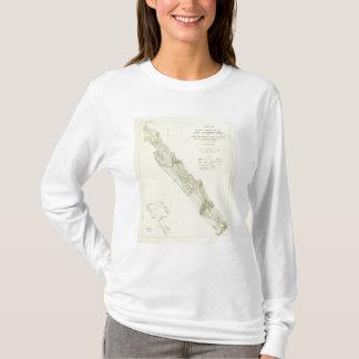 城砦ロスの近くのサンアンドレアスの切れ間 Tシャツ