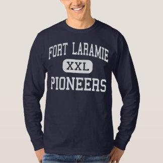 城砦Laramieは中間の城砦Laramieを開拓します Tシャツ
