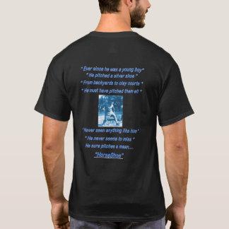 基本的な暗い蹄鉄のピッチングのティー Tシャツ