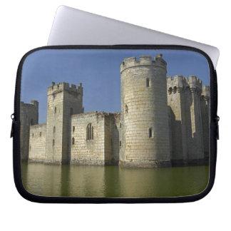 堀に反映されるBodiamの城(1385年)東 ラップトップスリーブ