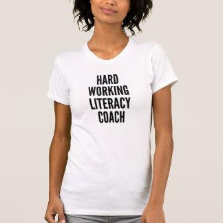 堅い働く読み書き能力のコーチ Tシャツ