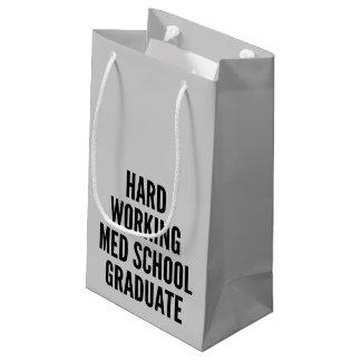 堅い働くMedの学校の卒業生 スモールペーパーバッグ