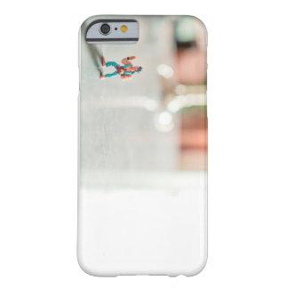 場合の歩道の英雄 BARELY THERE iPhone 6 ケース