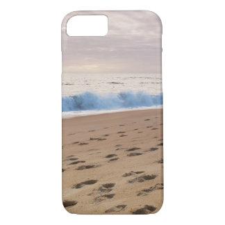 場合: ビーチの波および足跡 iPhone 8/7ケース