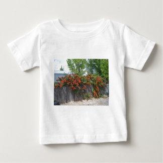 塀に上る花 ベビーTシャツ
