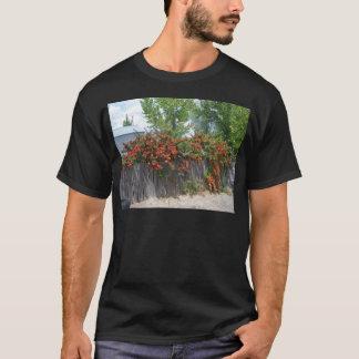 塀に上る花 Tシャツ
