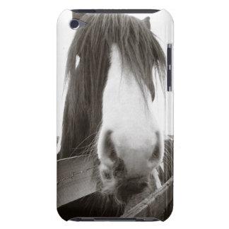 塀に凝視している馬 Case-Mate iPod TOUCH ケース