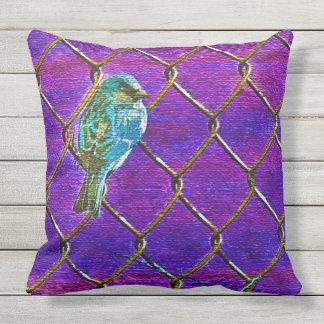 塀のすずめ(紫色) クッション
