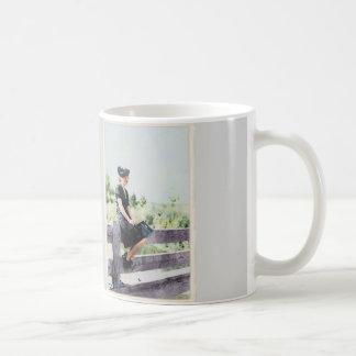 塀1940年の女の子 コーヒーマグカップ