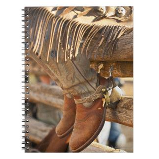 塀2のカウボーイ・ブーツ ノートブック