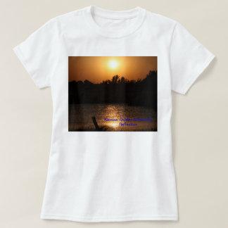 塀   とのカンザスの日没の反射、Tシャツ Tシャツ