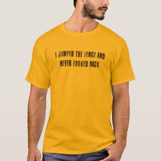 塀- V1 --を跳びました Tシャツ