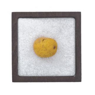 塩が付いている背景としてポテトのマクロ ギフトボックス