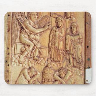 墓で神聖な女性を描写するプラク マウスパッド