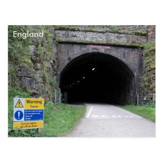 墓石のトンネル、ダービーシャー、イギリス ポストカード