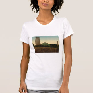 墓、ウォータールー、ベルギー Tシャツ