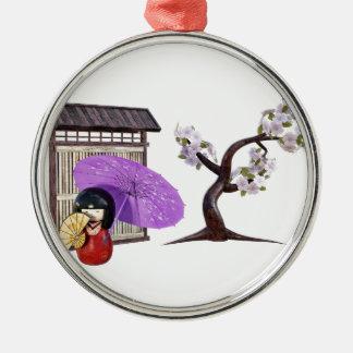 壁および桜が付いている桜の人形 メタルオーナメント