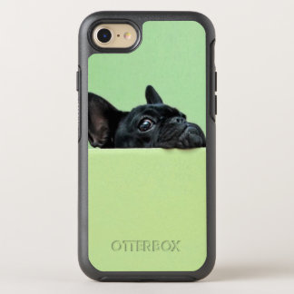 壁に凝視しているフレンチ・ブルドッグの子犬 オッターボックスシンメトリーiPhone 7 ケース
