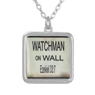 壁のネックレスの夜警 シルバープレートネックレス
