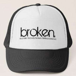 壊される。 帽子