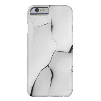 壊される iPhone 6 ベアリーゼアケース