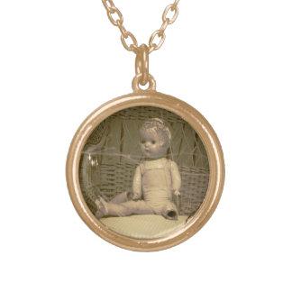 壊れた人形のネックレス ゴールドプレートネックレス