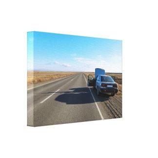 壊れた車を道によって修理することに人を配置して下さい キャンバスプリント