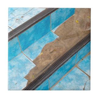 壊れた青の階段クローズアップの平面図 タイル