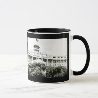 壮大なホテル、白黒Mackinacの島 マグカップ