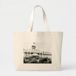 壮大なホテル、白黒Mackinacの島 ラージトートバッグ