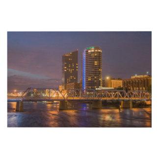 壮大な川の薄暗がりのスカイライン、 ウッドウォールアート