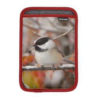 壮大な雪の大人によって黒おおわれる《鳥》アメリカゴガラ iPad MINIスリーブ