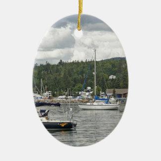 壮大なMaraisの帆ボート セラミックオーナメント