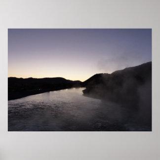 壮大なTetonのジャクソンの川の朝の霧 プリント