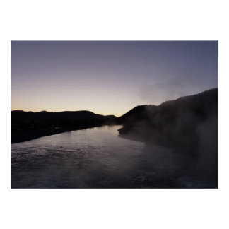 壮大なTetonのジャクソンの川の朝の霧 ポスター