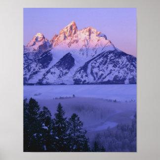 壮大なTETONの国立公園、ワイオミング。 米国. 霧及び ポスター
