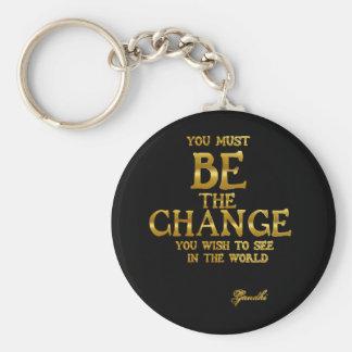 変更- Gandhiの感動的な行為の引用文--があって下さい キーホルダー