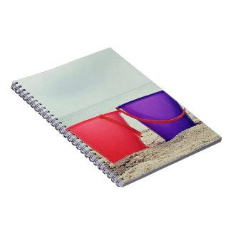 夏のバケツのリスト、海の砂のバケツ ノートブック