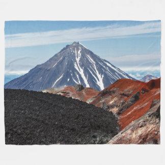 夏のパノラマ式の火山景色 フリースブランケット