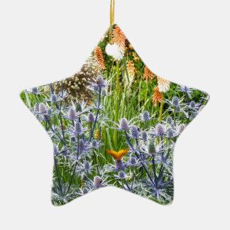 夏の庭のFritillaryの蝶 陶器製星型オーナメント