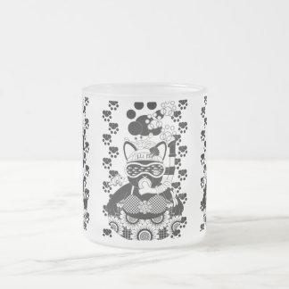 夏の海水浴猫モノクロ(Sea bathing cat in summer monochrome) フロストグラスマグカップ