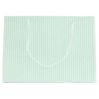 夏の真新しい薄緑のミント及び白のストライプ ラージペーパーバッグ