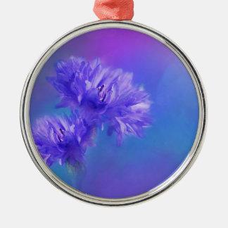 夏の終わりの花の植物相の青い紫色のヤグルマギク シルバーカラー丸型オーナメント