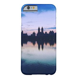 夏の青のニューヨークシティの電話箱 BARELY THERE iPhone 6 ケース