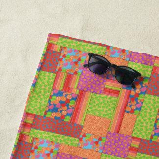 夏パターンのカラフルで模造のなパッチワークは実を結びます ビーチタオル